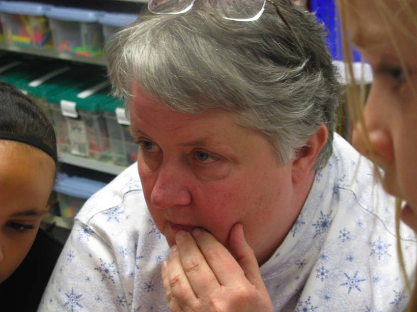 Ms. White, Tzstchr